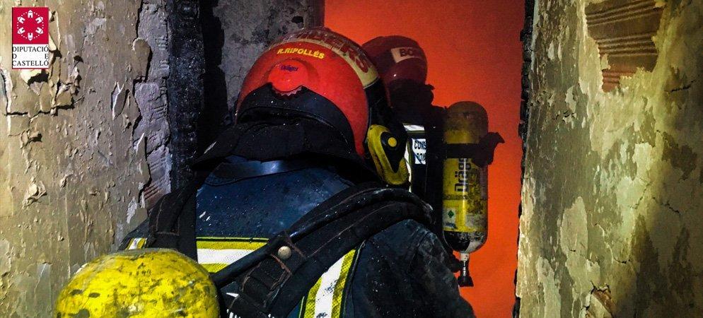Rescatan a 3 personas de un incendio en Sot y apagan un pajar en Arteas