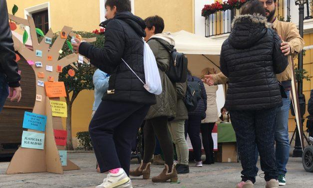 Servicios Sociales sale a la plaza del Agua Limpia