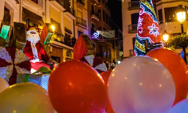 Masiva afluencia de público en la Cabalgata de Papá Noel