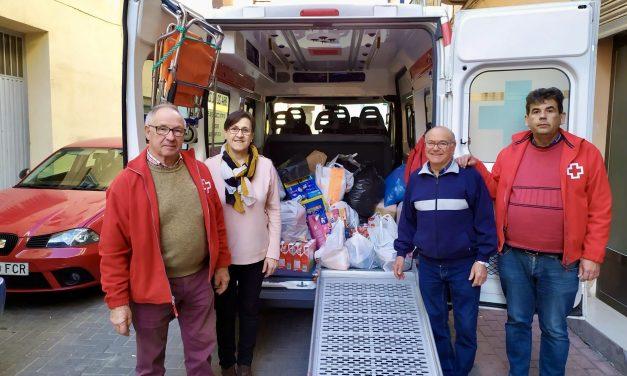 La Cofradía Cristo de Castellnovo llena una furgoneta de regalos