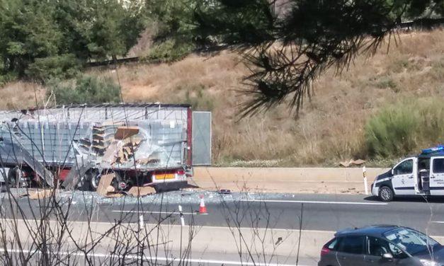 Accidente de dos camiones en al autovia a la altura de Segorbe