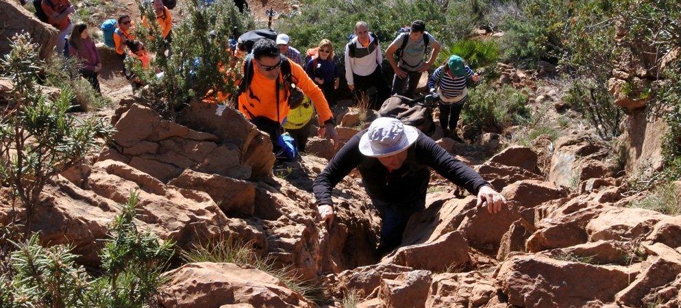Medio centenar de excursionistas participan en la ruta GR-10
