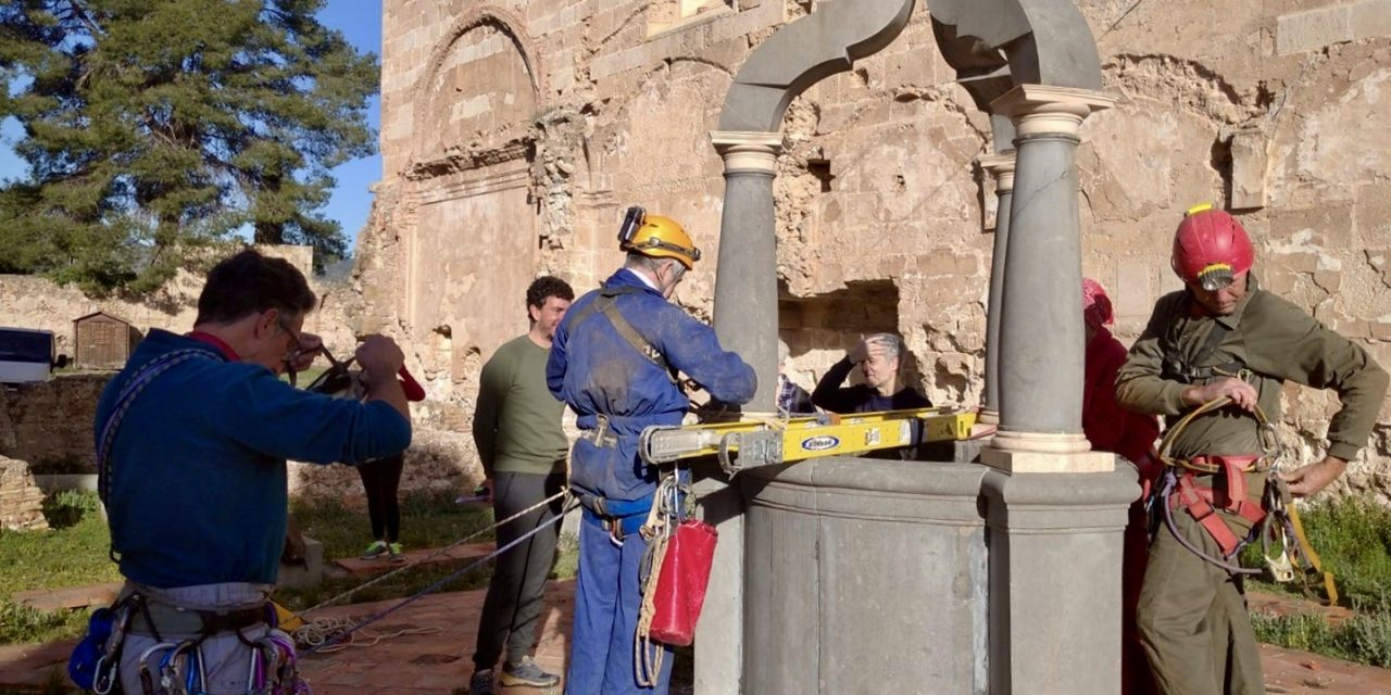 Limpian la cisterna medieval de la Cartuja de Altura