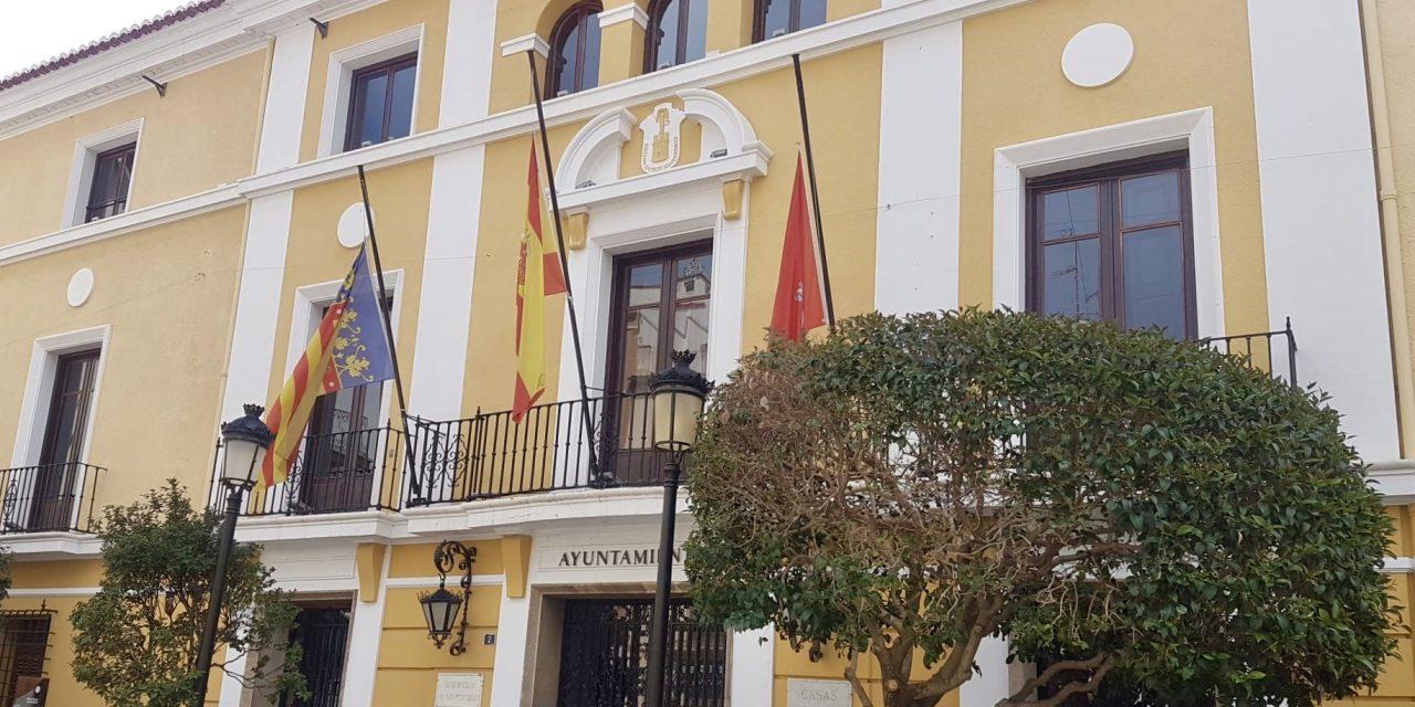 Segorbe y Torás izan la bandera a media asta por las víctimas del coronavirus