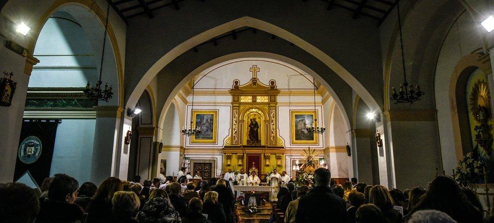 El obispo dispensa a los fieles de ir a Misa