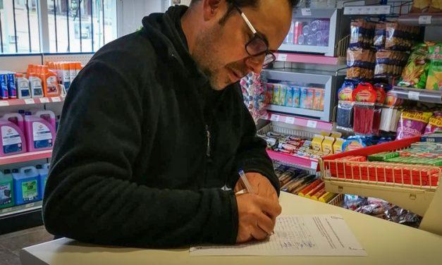 Los vecinos de Bejís firman contra la privatización de la planta