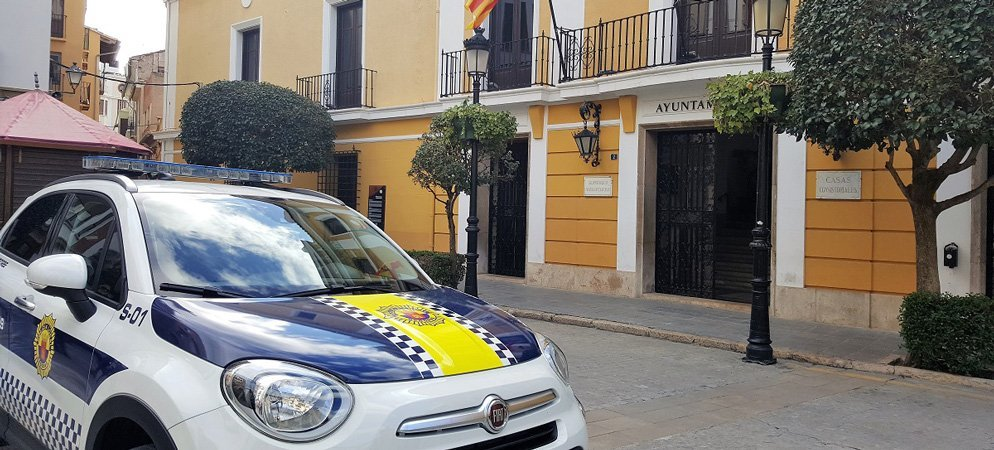 Climent informa a la subdelegación de la situación y falta de policías