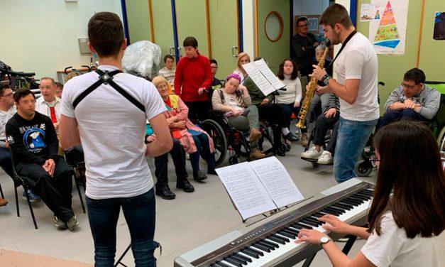 Alumnos del Conservatorio acercan la música a los del Centro Ocupacional