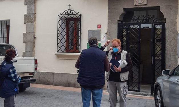 Voluntarios de Caudiel cosen mascarillas para todo el pueblo