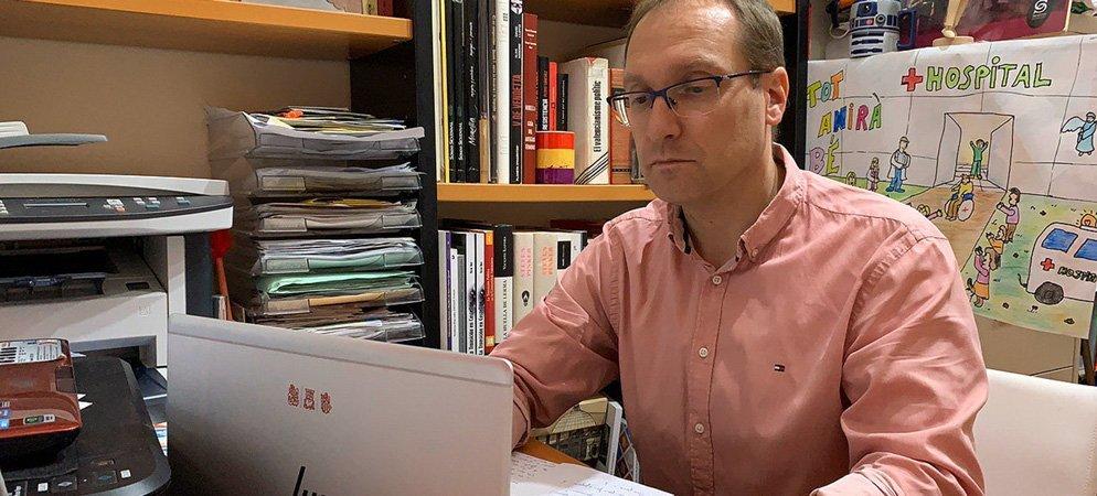 El socialista Blach pide a los votantes del PP que planten cara a Casado