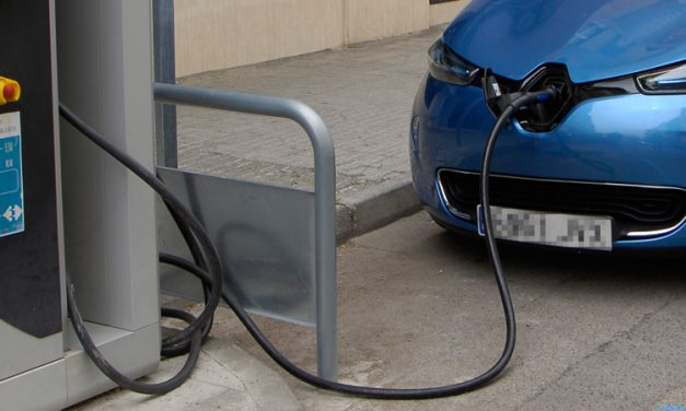 Jérica pide ayuda a la AVE para colocar un punto eléctrico de recarga de coches