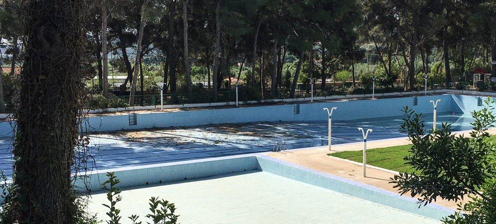 La poda de árboles en Altura retrasa la apertura de la piscina