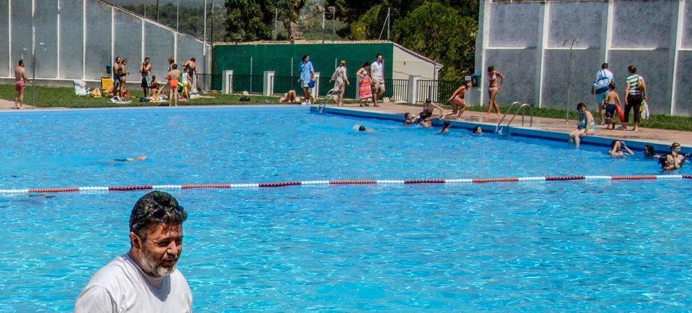 Navajas prepara la apertura de la piscina municipal