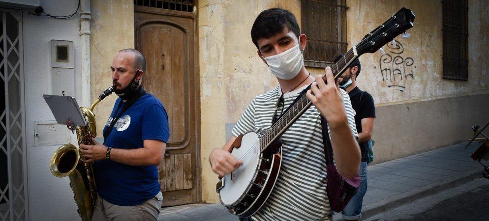La música de jazz anima las calles comerciales de Segorbe
