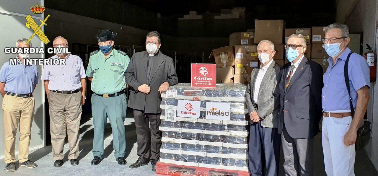 La Guardia Civil entrega 600 k. de miel a Caritas Segorbe