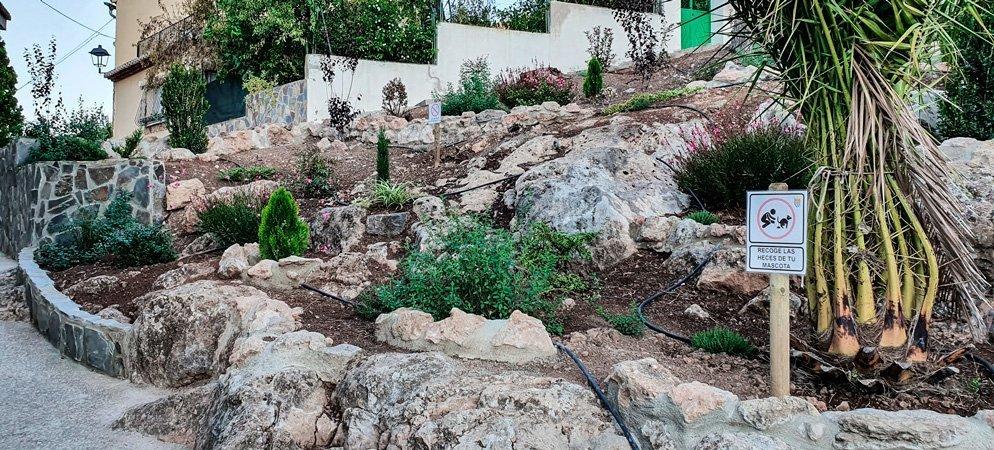 Los alumnos del taller de empleo de Vall de Almonacid arreglan la «zona de arriba»