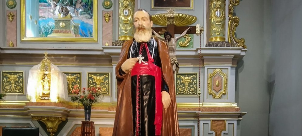 Donan una imagen del Padre Luis Amigo a la parroquia de Santa María