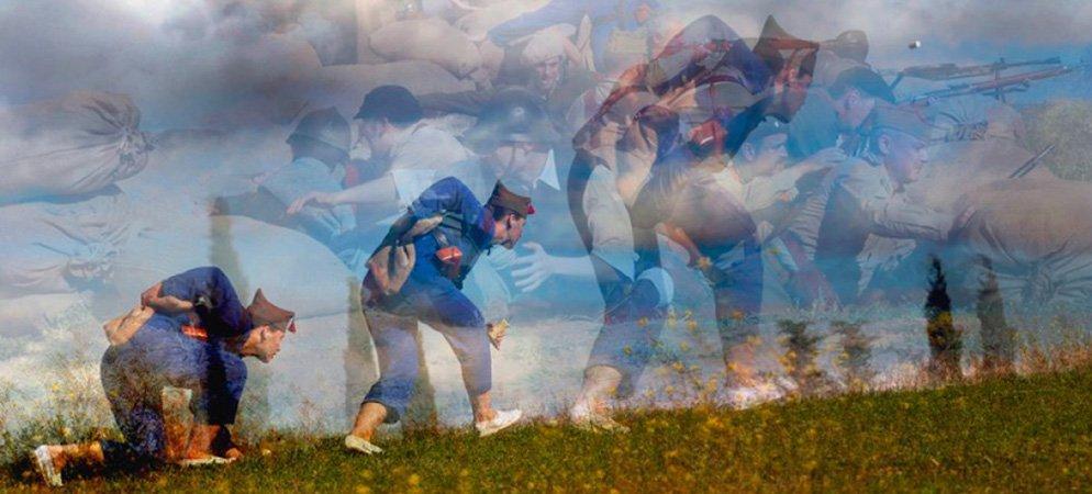 Julián Barón publica un fotolibro con imágenes de la guerra