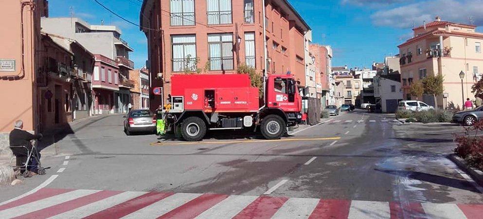 Los bomberos vuelven a desinfectar Geldo