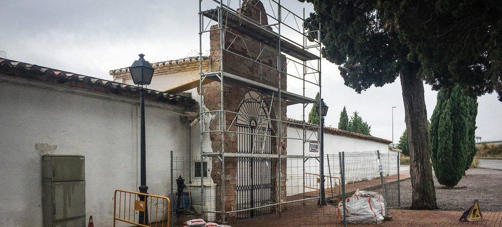 Arreglan el pórtico de entrada al Cementerio de Segorbe