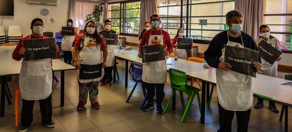El alumnado del Centro Ocupacional hizo «pastelitos de todos los santos»