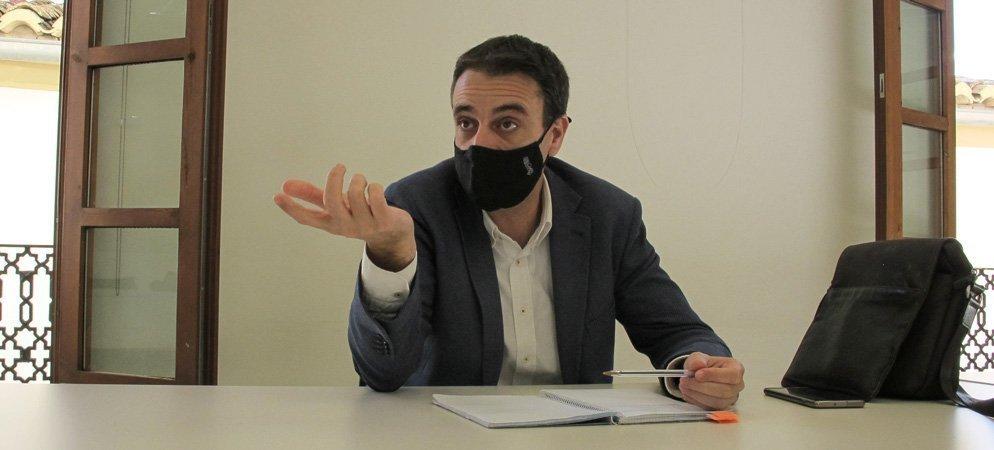 El director de relaciones informativas se reúne con los medios de la comarca