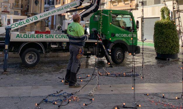 Las luces y Flores de Navidad son colocadas y repartidas en Segorbe