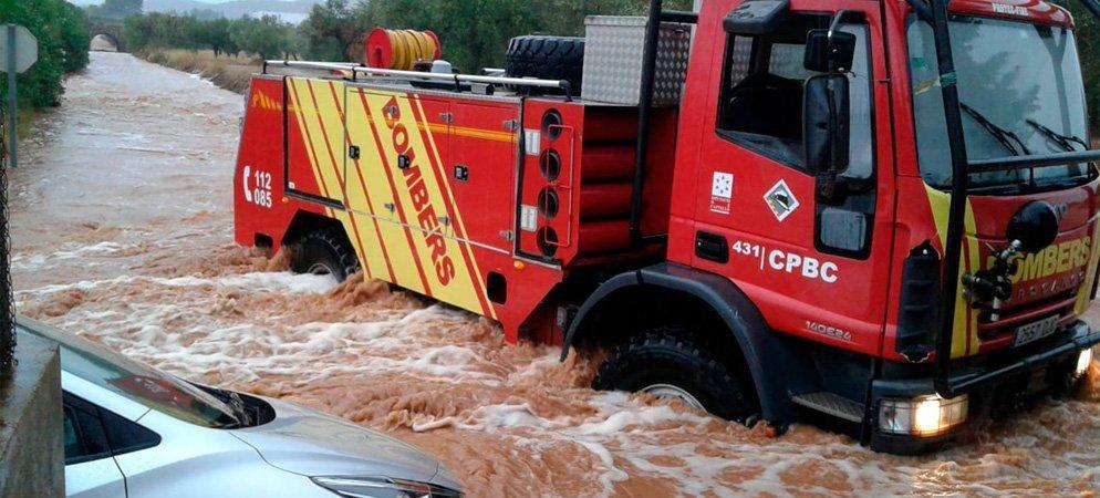 Los bomberos se preparan para actuar frente al temporal de lluvia