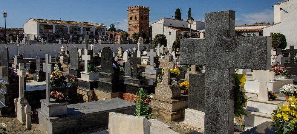 Los cementerios hoy estaban silenciosos y poco concurridos