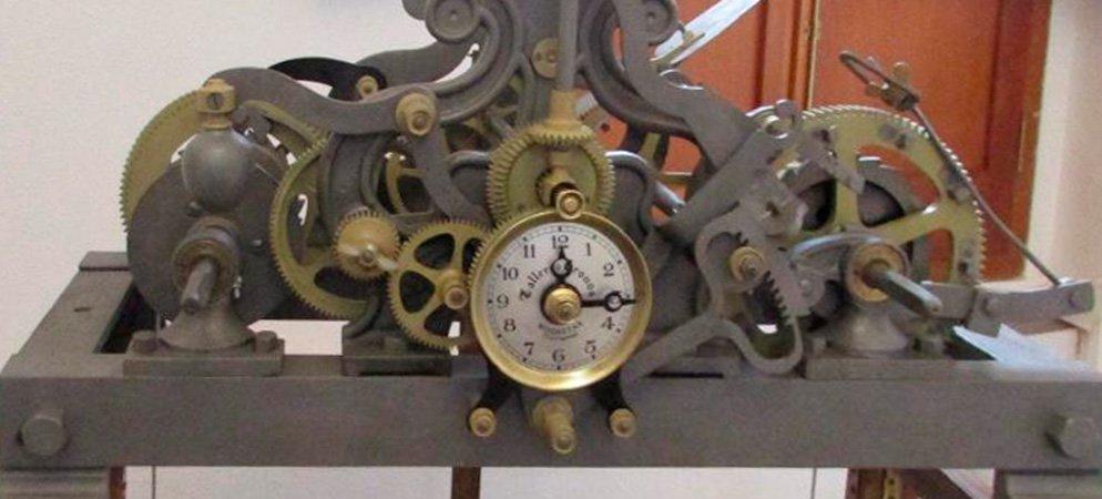 Torás invierte 3.000€ en recuperar el reloj del campanario