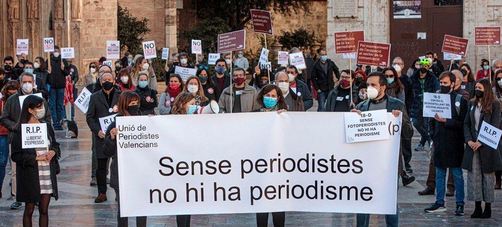 Unió de Periodistes Valencians se manifiesta contra la manipulación del sector