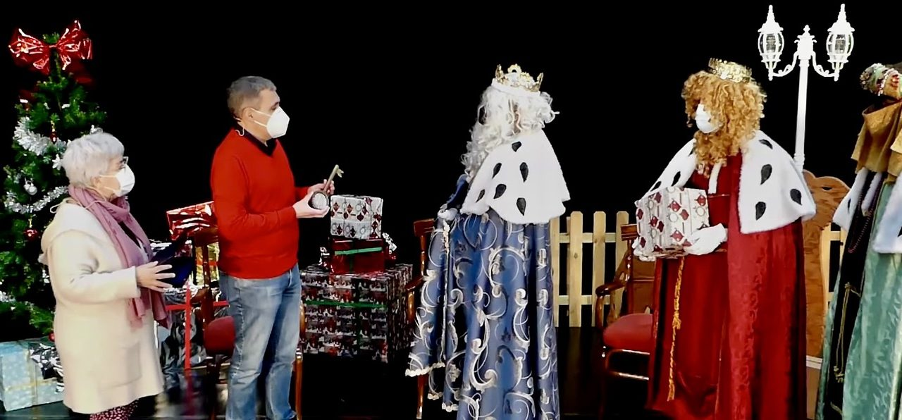 El alcalde entrega a los Reyes Magos las llaves de Soneja para que puedan dejar regalos