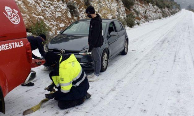 Los Bomberos de Castellón rescatan un coche atascado en Torás