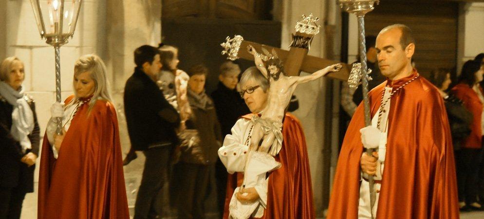 El Cristo de la Cofradía de la Verónica preside la Iglesia de Santa María