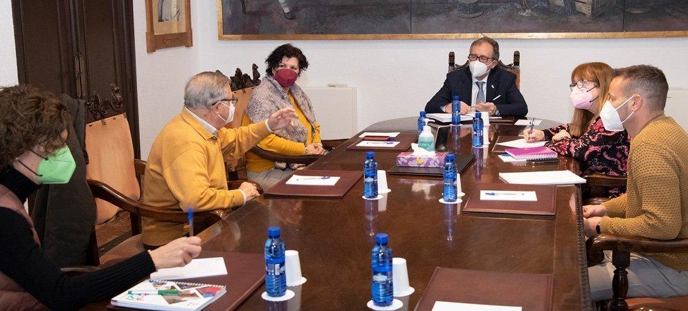 Diputación ensalza la labor social realizada por Cáritas