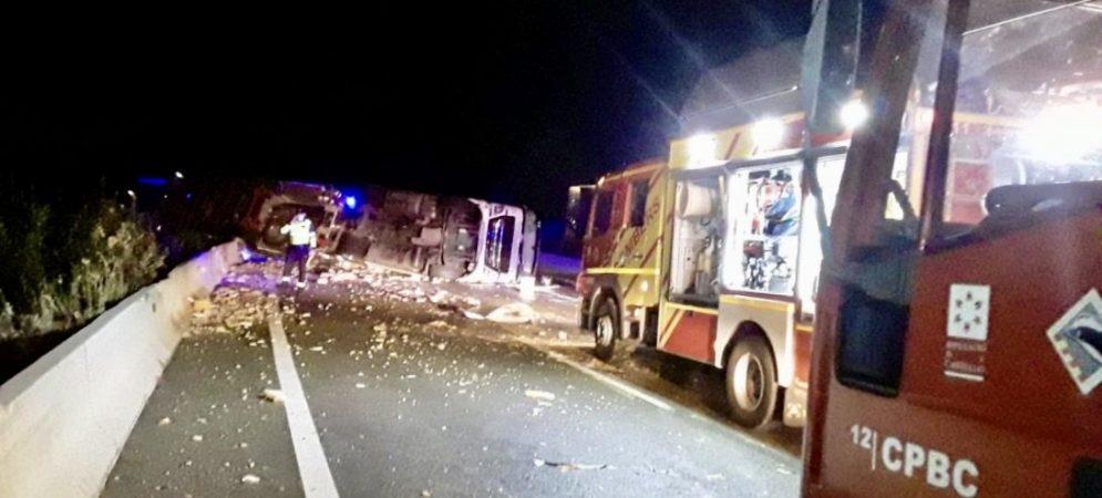 Aparatoso accidente de un camión en al A-23 a su paso por Soneja