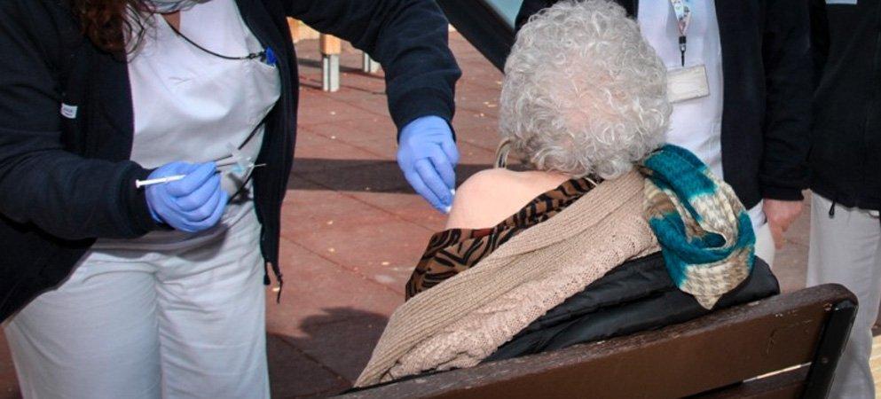 Vacunan a los profesionales y usuarios del CRIS y Centro Ocupacional