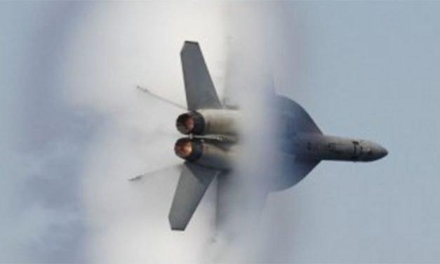 La explosión de un avión al romper la barrera del sonido crea  alarma entre los vecinos