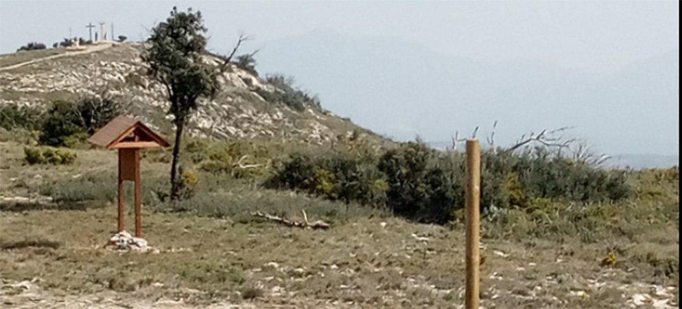 Rompen en Altura parte de la señalización de la ruta Bastión de la Calderona
