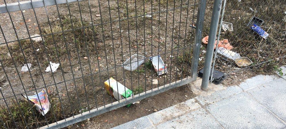 Los alimentadores felinos generan en Segorbe numerosos focos de basura y suciedad