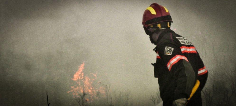Los bomberos sofocan un nuevo incendio en Navajas