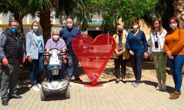 DACEM recibirá el dinero de la venta de tapones recogidos en los corazones solidarios