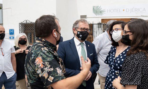 Martí asiste a la reapertura oficial del Hotel de Jérica