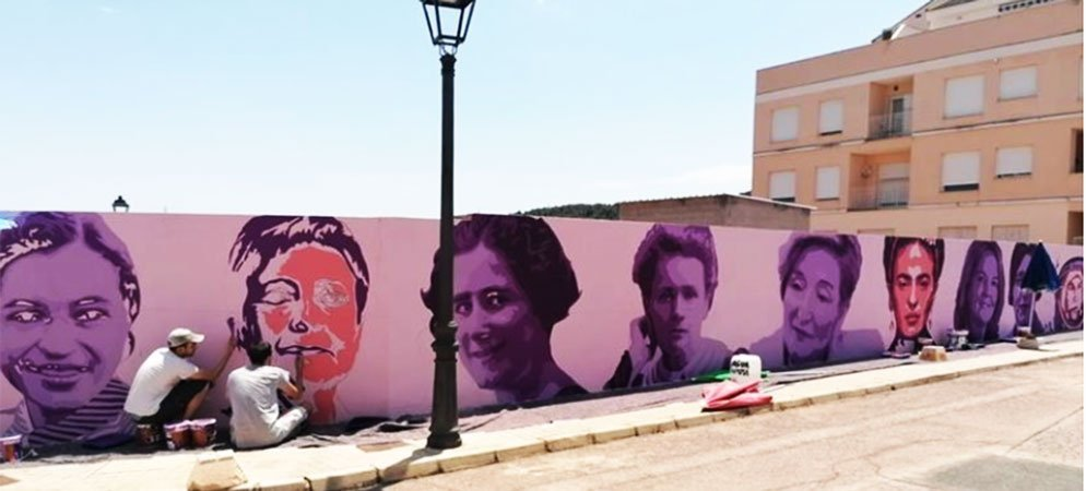 El rostro de 15 grandes mujeres dan forma a un mural en Geldo