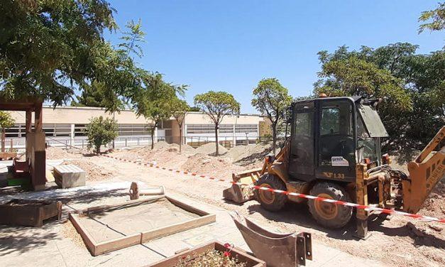 Obras de mejora en el patio del colegio público de Altura