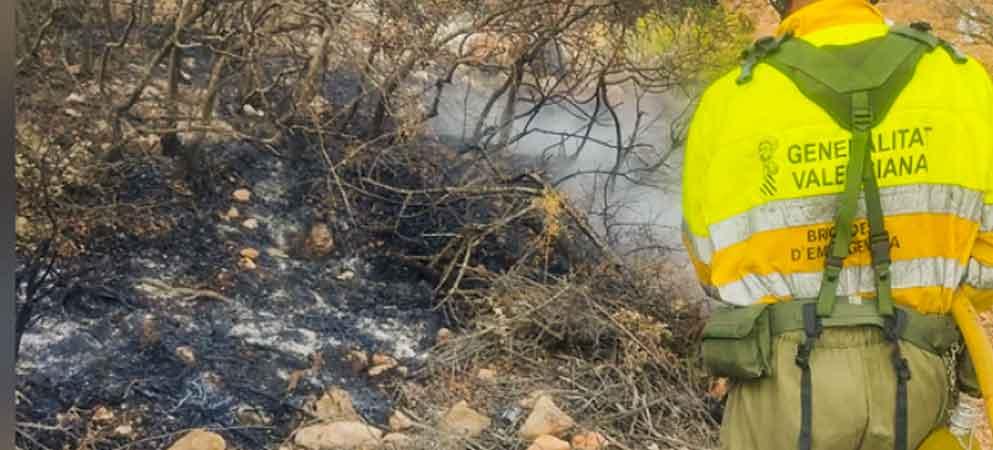 Un rayo provoca un incendio en Chóvar y el de Azuébar todavía sigue activo