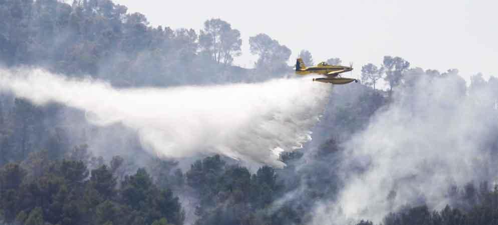 El incendio de Azuébar queda controlado  y  retiran algunos medios