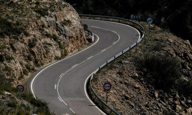 Comienzan las obras y cortan al tráfico la carretera de la Cueva Santa