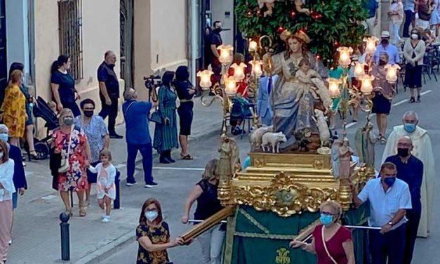 Jérica celebró ayer una procesión en honor a la Divina Pastora