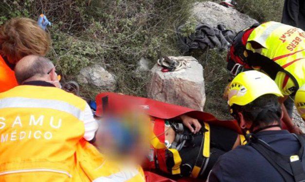 Rescate aéreo de  un escalador herido en Jérica